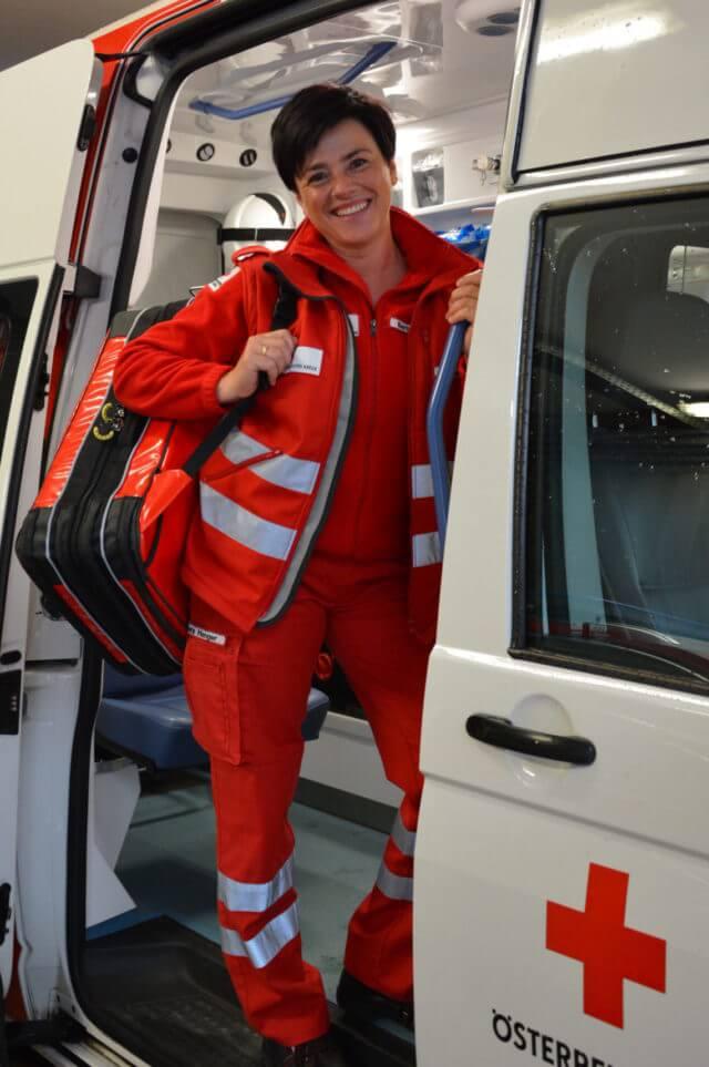 Barbara ist auch Rettungssanitäterin beim Roten Kreuz